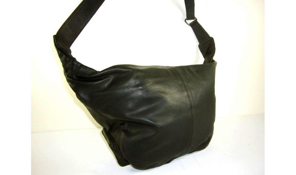 sac fourre tout cuir souple noir pour homme ly dixie. Black Bedroom Furniture Sets. Home Design Ideas