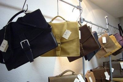 Vue collections cartable cuir, boutique ville