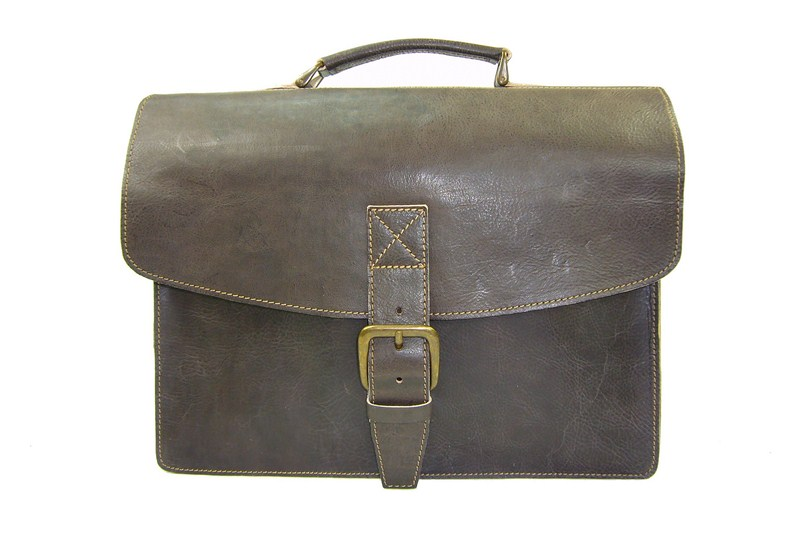 Cartables vintage made in France  une signature artisanale. 387751109b4