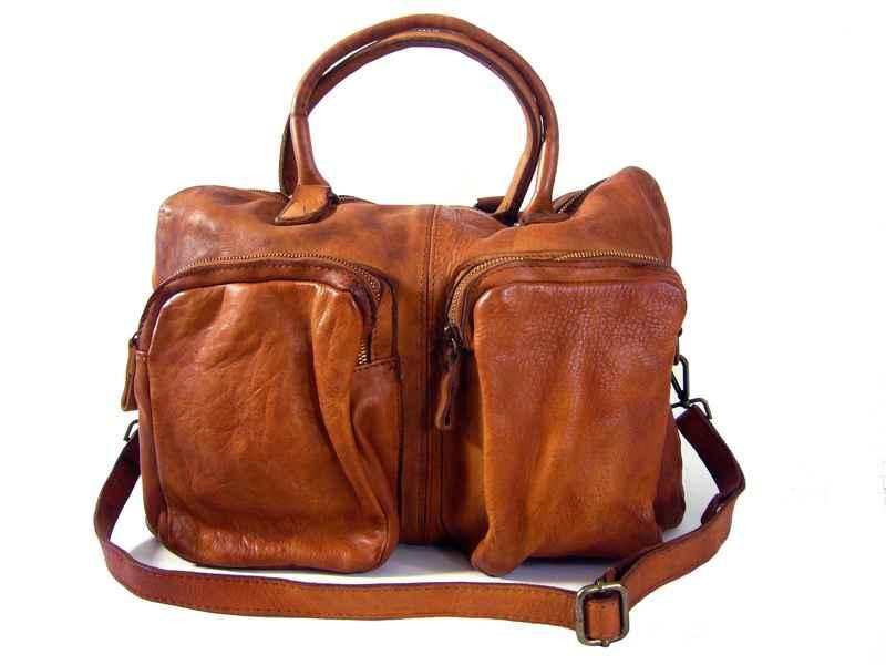 0db09ab235 Le choix du sac homme: styles & codes actuels intéressants