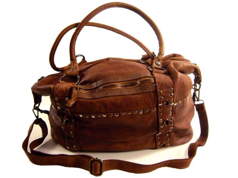 cee36800da Pour acheter un sac en cuir, choisir une marque connue est-il un gage de  qualité suffisant ?